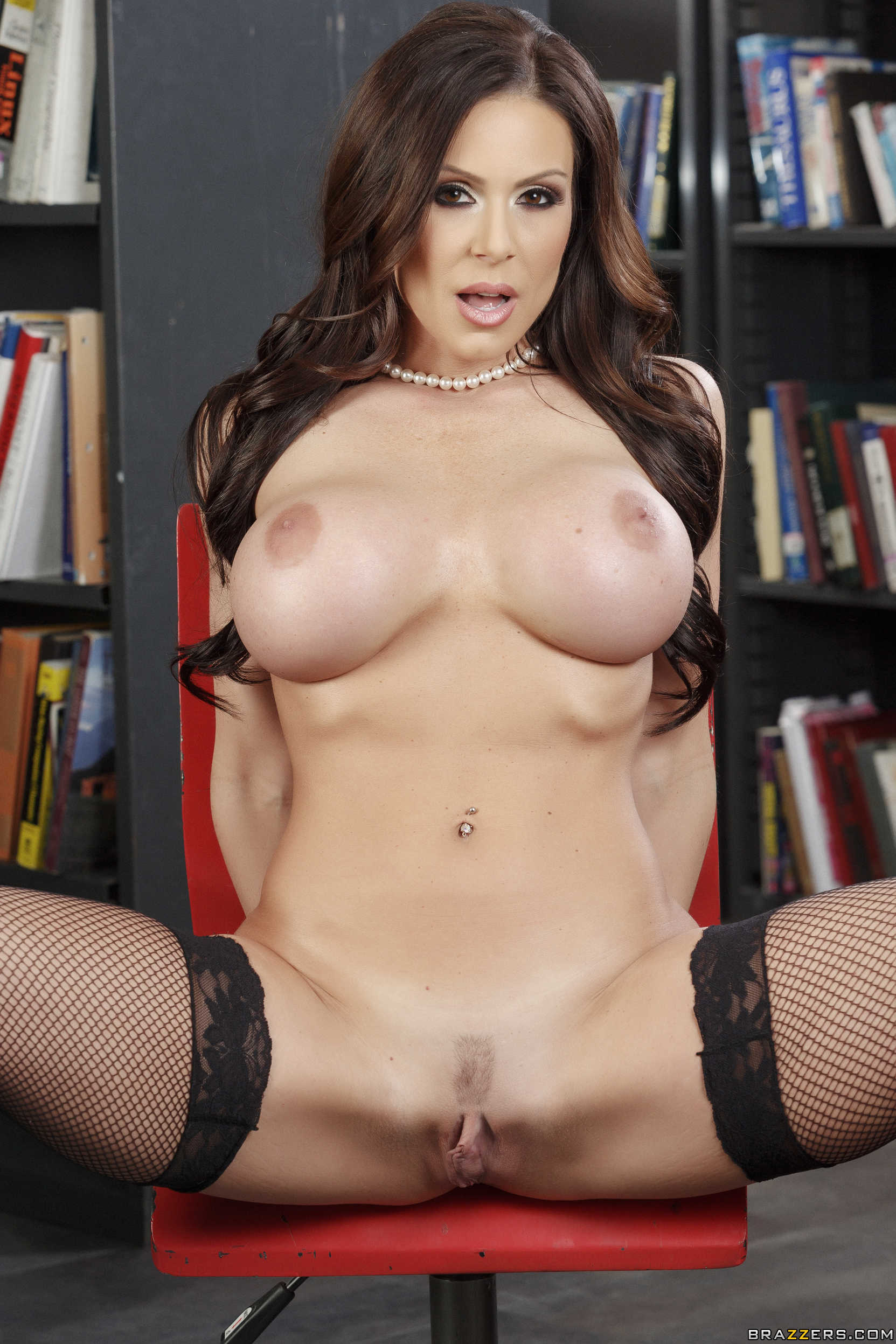 Brazzers milfs like it big milfs on vacation part 1 sce 3