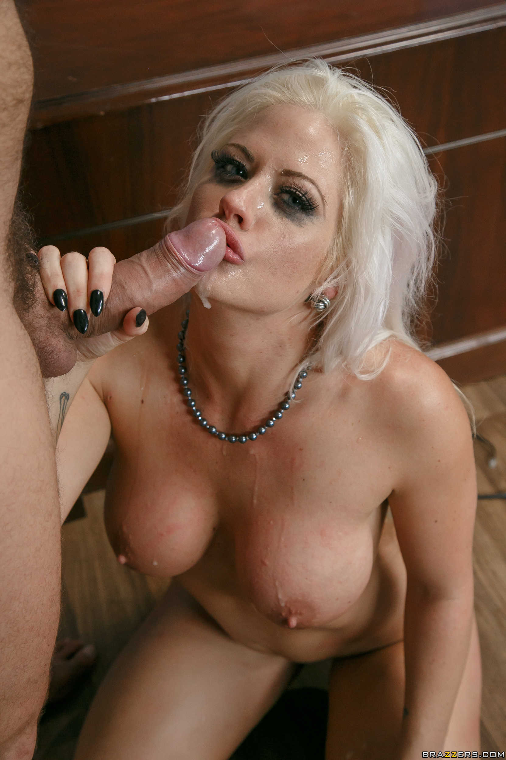 Blonde milf phoenix marie is nailing a guy she just met 2