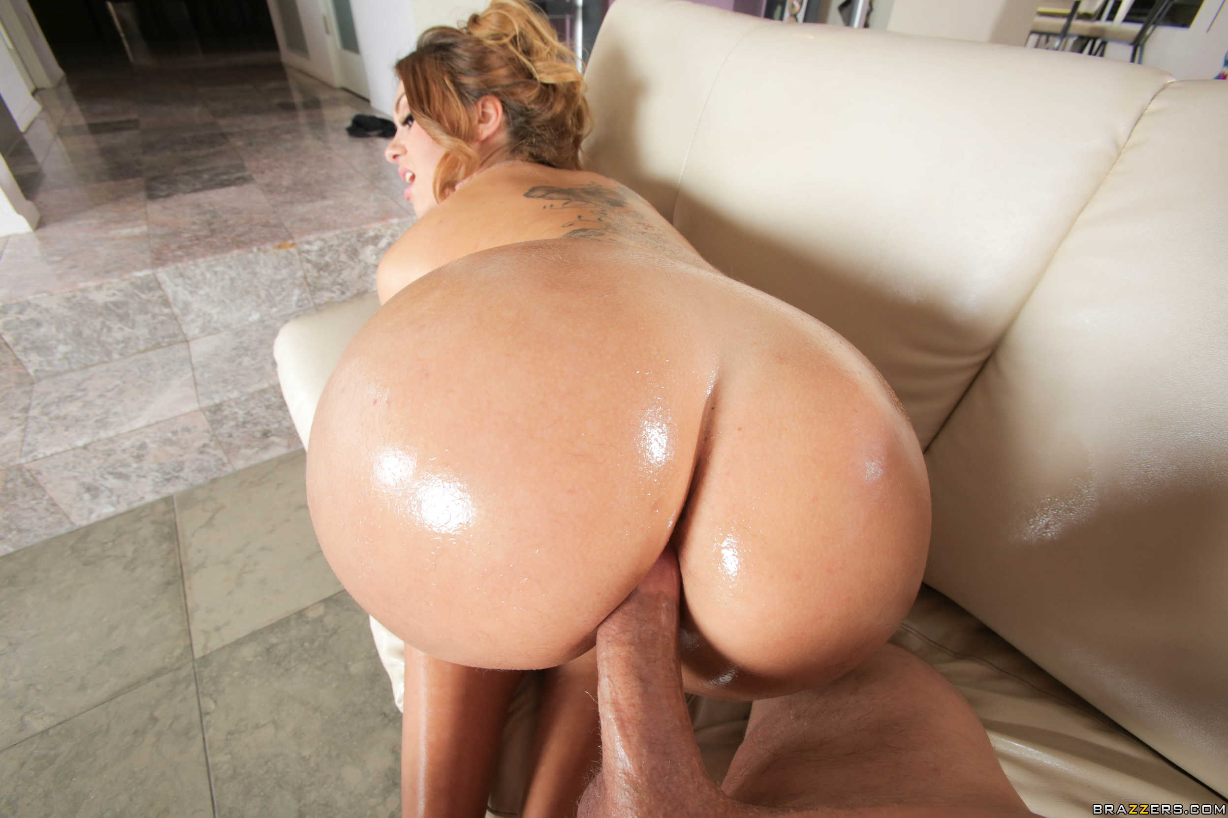 Klara Gold In Fucking An Asshole Made Of Gold - Brazzers Love-9617